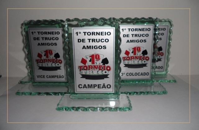 Troféus de vidro em São Vicente